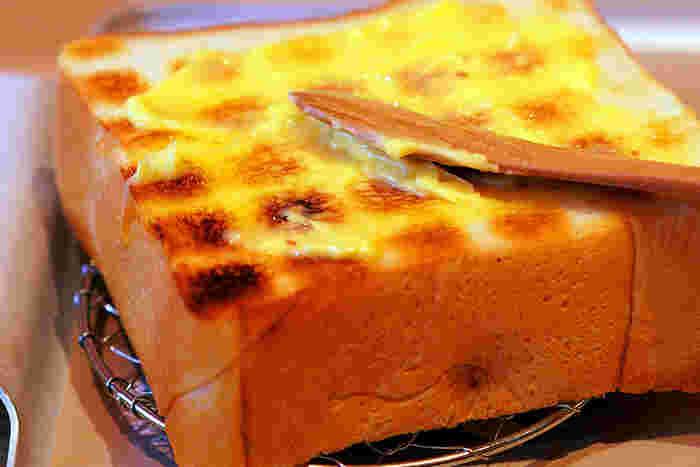 焼きたてのパンにじゅわっとしみこむバター。耳までおいしい食パンは、ペリカンを代表する味です。シンプルだからこそ分かるおいしさをじっくりと噛みしめたくなります。