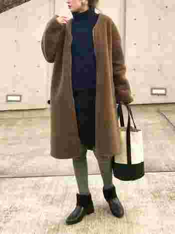 ムートンブーツは子どもっぽい印象で苦手…という方は、外側はレザーなど異素材で出来ているムートンブーツがおすすめです。しっかり暖かいのに、ムートンに見えない!そんなブーツなら履きやすいのでないでしょうか?