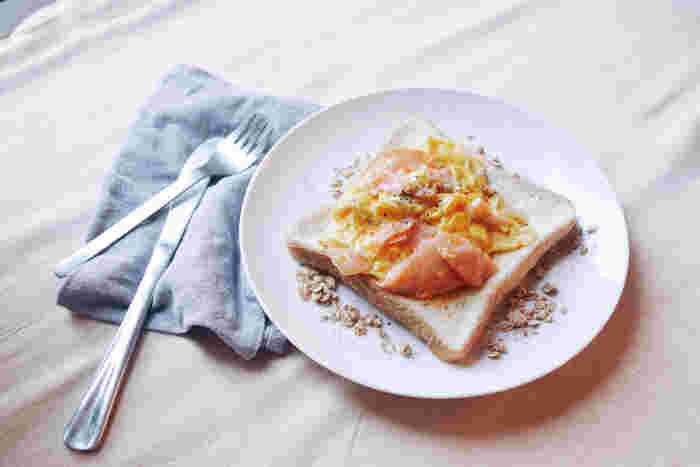 1日を元気に過ごすには、「朝ごはん」も大事な要素。朝は食事をしない方も多いそうですが、実は朝ごはんを食べることには様々なメリットがあります。 ・脳の働きを活発にして、集中力が高まる ・基礎代謝がUPするので、太りにくい体をつくれる ・おなかの調子を整え、便秘解消につながる…などなど