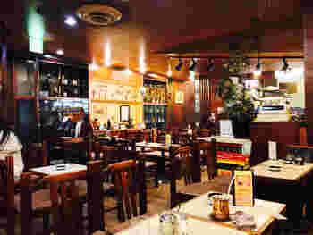八重洲地下街の1番通りにある「アロマ珈琲」は、昭和レトロな雰囲気が残る喫茶店。八重洲地下街は表通りに比べると混雑が少ないのでゆったりと過ごせます。