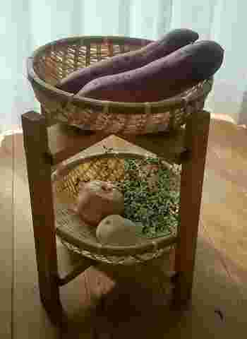 古くから日本で使われてきた「ざる」。特に竹ざるは通気性がよく、野菜の保存に最適です。ざるを2つ重ねられるベジタブルストッカーは、そのまま野菜を洗うこともできるので使い勝手も抜群!