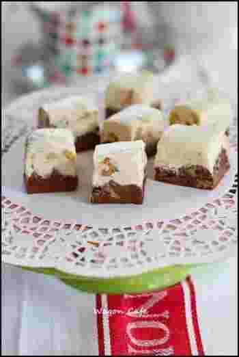 マシュマロを使ったファッジ。こちらも溶かして混ぜて固めるだけなので簡単です。ミルクチョコとホワイトチョコの2つの味が楽しめるのが嬉しいですね。