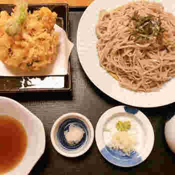 「おいしい!」と評判なのがお食事処の「北斎」。江戸の名物である二八蕎麦や、揚げたてでサクサクの天ぷらなどが頂けます。  お風呂上りの体をクールダウンしてくれるかき氷もありますよ。