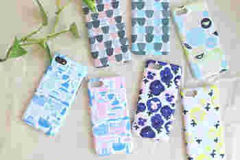 フィンランドの人気テキスタイルブランドである、「kauniste(カウニステ)」のiPhoneケースです。カラフルなのにほっこりとした暖かさを感じさせるデザインで、ナチュラルスタイルがお好きな方にもぴったり。バッグに忍ばせるだけで、ウキウキした気分になれそう♪