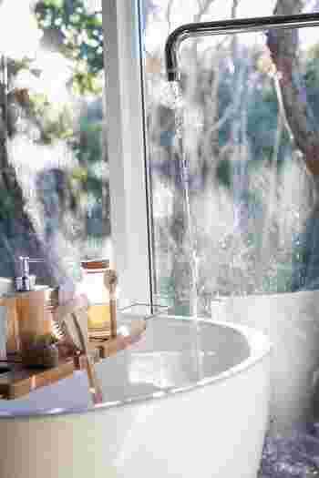 日頃、烏の行水の人もたまにはゆったりと湯船に浸かってお肌を磨いてみるのも心が満ちる夜活になりますね。リンパをそっと流すようにマッサージしてみたり、血流を良くするように体を動かしてみたり。自分が気持ちいいと感じることをしてみるのがいいですね。