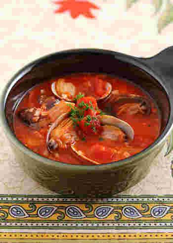体が温まるスープレシピ。トマトと一緒に頂くことで、風邪予防の効果も期待できますね♪