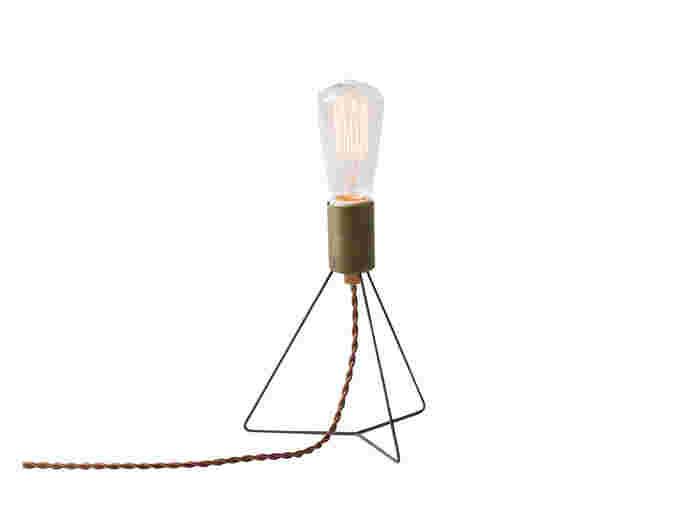 続いてご紹介する間接照明は、「PLANKTON」のテーブルライト*アンティーク調でありながらもスタイリッシュなデザインが魅力で、レトロな雰囲気がとってもおしゃれですよね♡