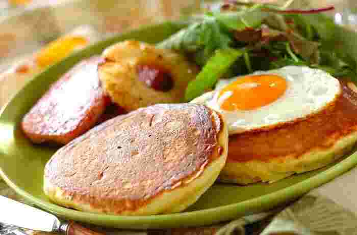 パンケーキにはカッテージチーズを入れて食感が軽いから、朝からモリモリ食べられます♪ ホットケーキミックスで簡単レシピ。