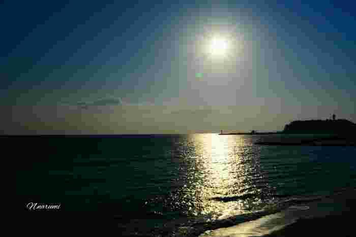 七里ヶ浜をゆっくり散歩してみましょう。海は心を穏やかにしてくれます。