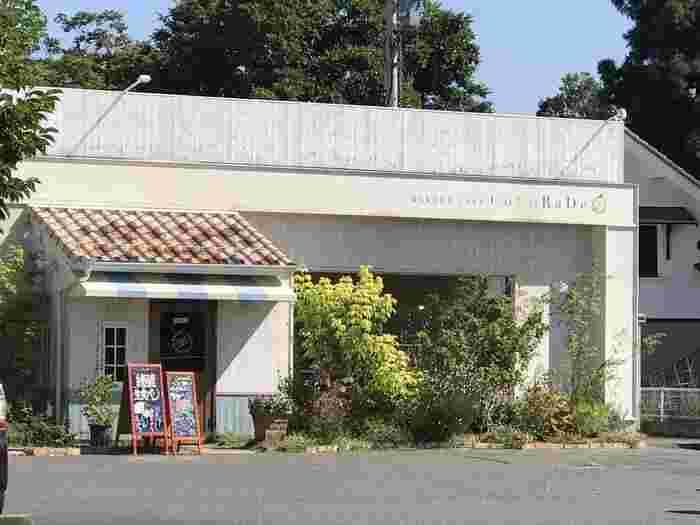 長野県稲里町にある可愛らしいパン屋さん。こちらは北佐久群御代田町にある人気のパン屋さんの2号店です。住宅地の中にあり、子供連れでも安心して訪れることのできるキッズスペースも用意されています。