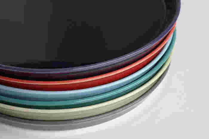 アメリカンダイナーで使われているようなHASAMIのプレートは、洋食器のように見えますが、実は波佐見焼。れっきとした和食器なんですよ。このカラーリング、何を乗せようかワクワクしますよね。