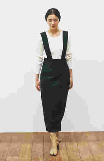 ナチュラルな印象のコットンのタイトスカートは、お手入れがしやすく大活躍します。トップスを選ばず何でも合わせられるのも魅力です。