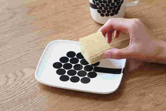 15×12cmで、ケーキやちょっとしたオードブルを乗せるのにぴったりのサイズ。取り皿としても便利そうです。