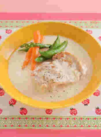 まだ肌寒い春先、春野菜を使ったクリーム煮で温かな食卓も良いですね。マーガリンで炒めた春野菜とチキンを具材にすれば、濃厚な美味しいスープが楽しめます。