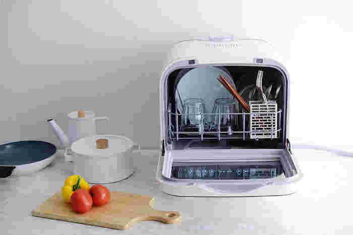 おまかせで料理が完成する調理家電や、食器洗い乾燥機、ロボット掃除機などに投資するのはいかがでしょう。家電が働いてくれている時間は、あなたの自由な時間です。他の家事を済ませたり、家族との団らんを楽しんだりすることができ、時間だけでなく気持ちにもゆとりが生まれますよ。