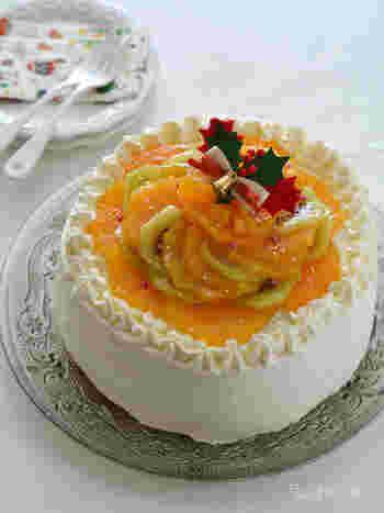 ケーキはスポンジから手作り!たっぷりのフルーツとクリームがうれしいですね。