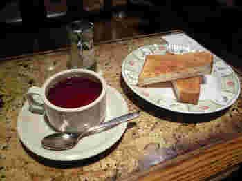 モーニングセットはシンプルなトーストで、飲み物はコーヒーか紅茶を選べます。
