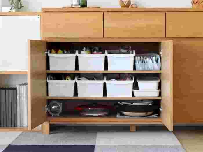 食品ストックはキッチンに収納しているお家が多いと思いますが、収納場所や見合った定数が決まるまでの間、またはイレギュラーでものが増えたときは、キッチン以外の場所に収納できそうなスペースを探すのもあり。  「何をどこに収めたのか把握できればOK」と、ゆとりを持って管理しましょう。