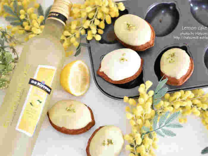 レモンのリキュール「シトロンジュネヴァ」を使ってレモンケーキを手作り。リキュールの風味が効いた大人の味です。