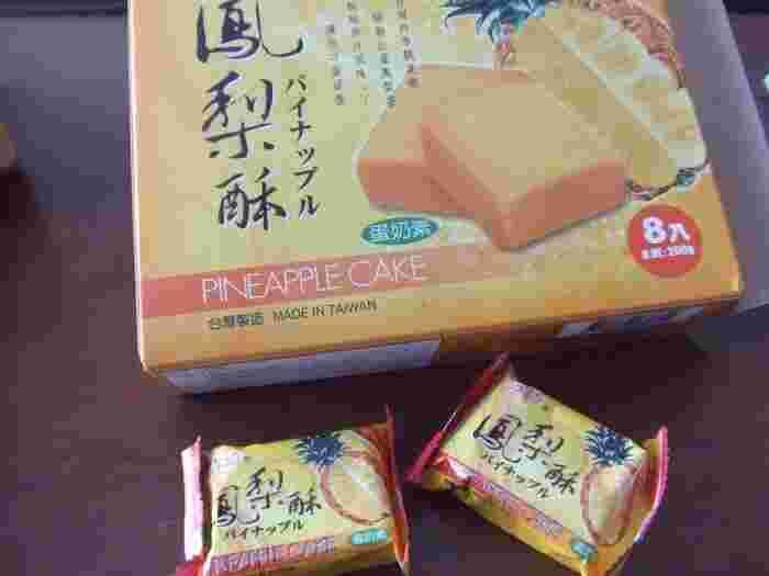 「台湾名産」コーナーに必ずあるパイナップルケーキ。  店員さんにおすすめを聞いて買うのも良いですね。  個数も6個入りから10個以上入りなど選びやすいです。