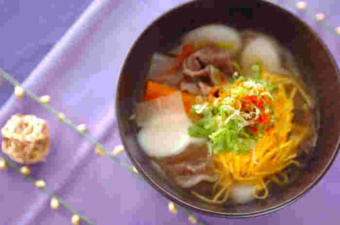 主食であり、おかずでもあり、また汁物でもあるお雑煮。お雑煮は、お正月はもちろん、ときどき食卓に登場させたくなる、日本人にとってのソウルフードですね。いろんなタイプのお雑煮を試して、お気に入りを見つけるのも楽しそう♪