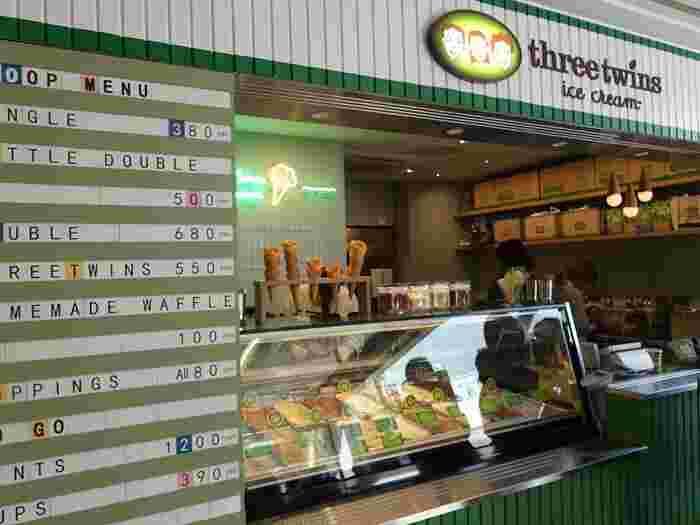 2018年3月。アメリカで人気のオーガニックアイスクリームブランド「スリーツインズアイスクリーム(Three Twins Ice Cream」が日本初上陸し、代官山駅改札横に1号店をオープンしました。