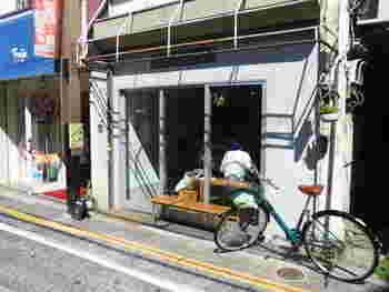 松陰神社前駅から徒歩約5分ほどのところにあるカフェ「Merci Bake」もまた、インスタ映え抜群のスイーツが堪能できるカフェとして人気のスポットです。