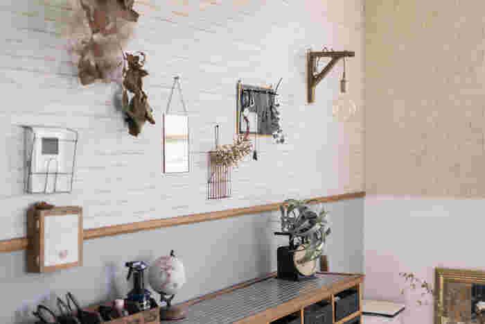 こちらはナチュラルなレンガ風の壁が部屋のアクセントに。壁に飾ったドライフラワーとの相性もぴったりです。アンティークな雰囲気が素敵ですね!