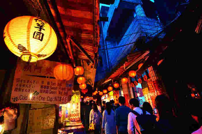 『千と千尋の神隠し』の中で、千尋の両親が迷い込んだ街でくらいつく、ぷにっとした食べ物。あれは、台湾語で肉圓(バーワン)といわれる肉団子ではないかといわれています。
