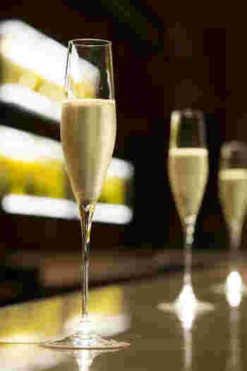 店名の通り、ソムリエが厳選する25種類以上のシャンパンを始めに、シャンパンを使ったオリジナルカクテルなど、アルコールメニューが充実しています。