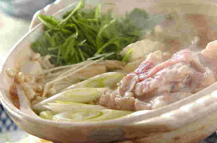 ポン酢は、鍋のほか、サラダや和え物、冷奴などにかけたりそのまま使えるのが便利です。