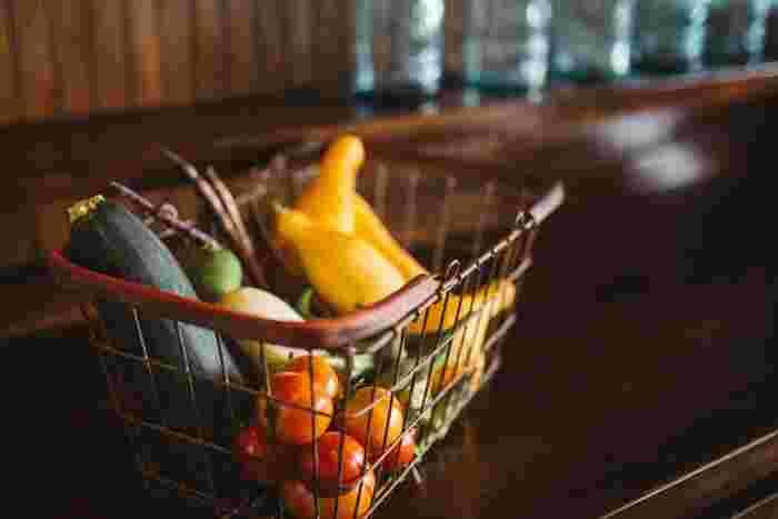 健康に生活する上で、野菜は大切な要素の一つ。 でも、しっかり摂取するのは難しいこともありますよね。 野菜や果物の多くは無機塩類やビタミン類、食物繊維、抗酸化物質を含むフィトケミカルが豊富で、健康維持に役立っています。 今回は簡単作れちゃうそんな野菜を使ったレシピを紹介します♪