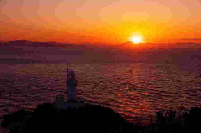 佐田岬の夕日。 美しい海に沈んでいく夕日は、ずっと眺めていたい景色です。