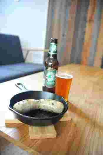 ビール派の方にオススメのメニューはポルトガル風のソーセージ「リングイッサ」!おかわりする人もいるというジューシーさがたまらない人気メニューです。