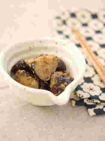 じっくりオイル蒸しにしたなすを醤油麹でごま和えにしました。コクがあってまろやかな美味しさ!