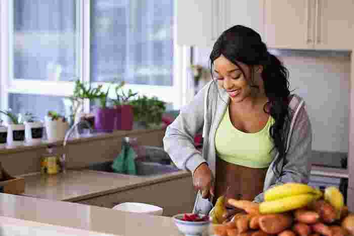 """化学調味料の刺激や強力な甘味料に慣れていると、自然な味や甘みを美味しいと感じられなくなってしまうのだそうです。無添加生活に変えることで、おのずと選ぶ食材も変わっていきますよね。そうすることで本来持つ""""自然体の味覚""""に戻り、味覚が敏感に。素材そのものの味わいをしっかり美味しいと感じられるようになるはずですよ。"""
