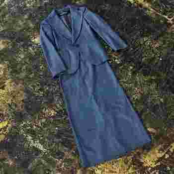 普遍的なデザインのスーツ。「子どものお祝い事にいつも着ます。」という、香菜子さんのフォーマル服。