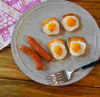 シンプルなラピュタパンを、アレンジして楽しむ人も。こちらは、ミニトーストでラピュタパン。うずらの卵で作ったミニミニ目玉焼きがとってもキュート!お子さんも喜んで食べてくれそうですね。