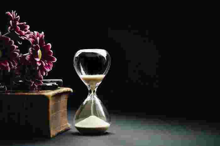 深く考え込んでしまいそうになったら、考えてもいい時間を「5分」と決めてみましょう。その間だけは考えてもいいけれど、5分たったら必ず他のことに行動を移しましょう。