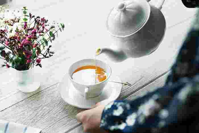 紹介した3種以外にもまだまだたくさんの種類があります。身近な紅茶でも、知識を深めてから飲む一杯は、一味違います。産地によって全く味が異なるので、色々な紅茶を飲み比べて自分好みの味を見つけてみるのも楽しいですね。