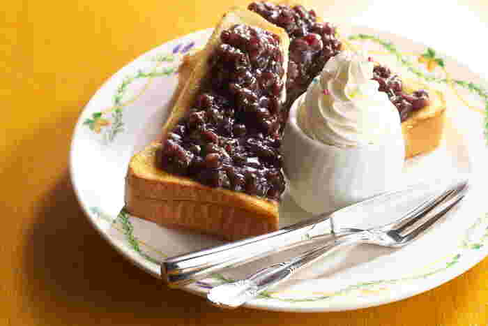 小倉トーストのモーニングも絶品と評判!ブレンドしたあんに塩と焙煎したゴマが加えられていて、塩味と甘さのバランスが絶妙です◎