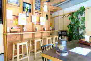 やわらかな雰囲気で居心地の良い店内。インドカレーも良いですが、日本のカレーの美味しさを実感してみてください。