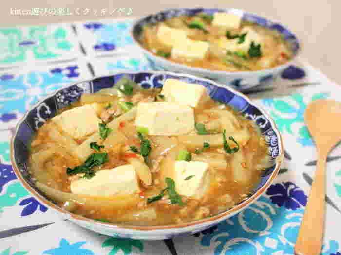 こちらは大根を中華にしたレシピ。大根を浅漬けのように塩をして置いておいたものが塩大根です。水気が程良く出て、炒めるには最適。お豆腐と一緒に炒め煮にして麻婆味が沁みた大根は、いくらでも食べられちゃいます!