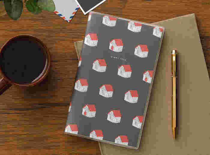 手帳は1月始まりだけでなく、いろんな月に発売されます。今の時期に買ってすぐ使える10月始まりや、新年度から使える4月始まりなど、自分のライフスタイルに合わせて始まり月を選べます。こちらは10月始まりのもの。来年の12月末まで使えます。