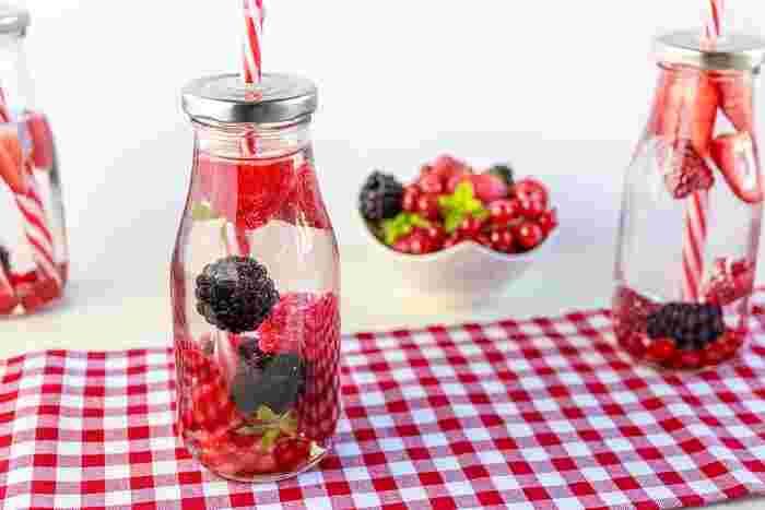 ベリー系のフルーツはいちごとの相性ぴったり。ラズベリーやブラックベリー、ブルーベリー…。それぞれの風味が引き立ちあって、甘酸っぱくてとっても爽やかな味わいです。