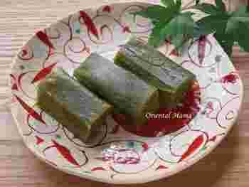 名古屋のういろうが米粉で作られるのに対して、山口のういろうはわらび粉が使われます。そのため、ぷるぷると柔らかな食感が特徴。なお、こちらのレシピは、おうちで作りやすいよう小麦粉を使っています。