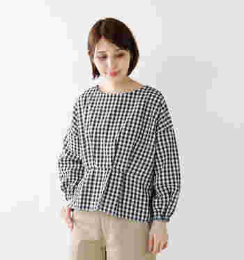 リラックス感・カジュアル感がありながらも、シンプルできれいめに使えるお洋服がそろう「NARU」。大人の余裕をもったきれいめカジュアルにおすすめです。
