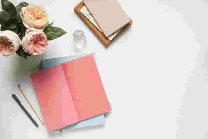 メモは、スムーズに書けることが一番です。紙でもアプリでも、自分が一番しっくりくるものを見つけましょう。日々のことをメモに書きアウトプットすることで、いろんなアイデアが湧いてきて、きっと生活がより豊かになりますよ。