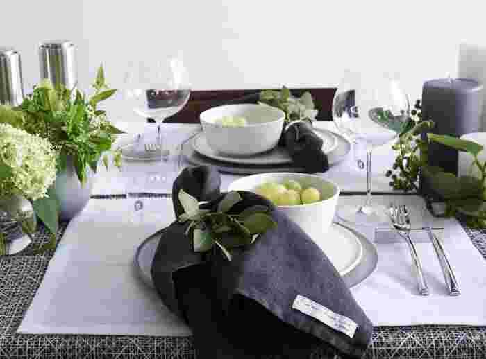 お母さんをおもてなしするからといって、贅沢な食材や高価なアイテムを用意することは必ずしも必要ではありません。工夫次第で、食卓はぐっと華やかで見栄えの良いものに仕上げることができるんです。