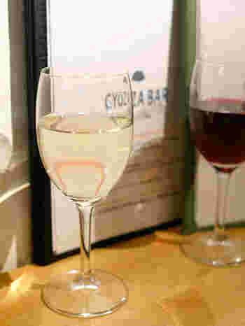 ワインやシャンパンのメニューも充実。意外な組み合わせのように思えますが、やみつきになること間違いなしです。